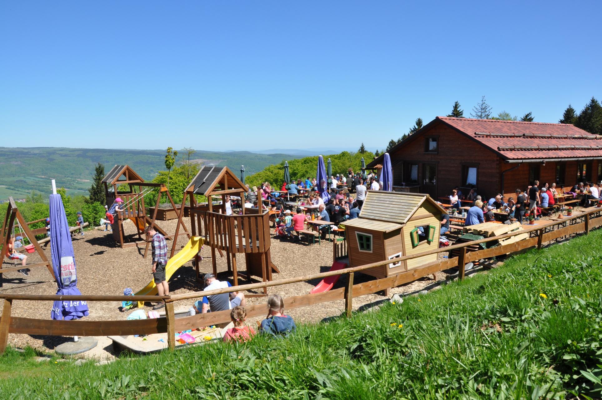 Biergarten- und Spielplatz-Saison eröffnet